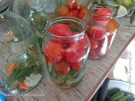 Хочу поделиться с жителями СМ рецептом заготовки овощей. По этому рецепту делаю маринады уже почти 30 лет. Можно консервировать отдельно огурцы, помидоры, а можно и овощное ассорти (помидоры+огурцы, помидоры+огурцы+арбузы,  помидоры+огурцы+арбузы+капуста). фото 13