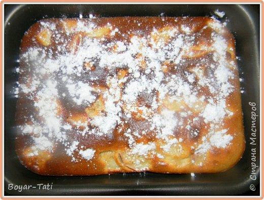 Хочу поделиться еще одним простым,и быстрым в приготовлении рецептом!) На этот раз это яблочный пирог.) Рецептов пирогов с яблоками огромное множество,но возможно кому-то понравится именно этот). Пирог получается сочный и вкусный! фото 6