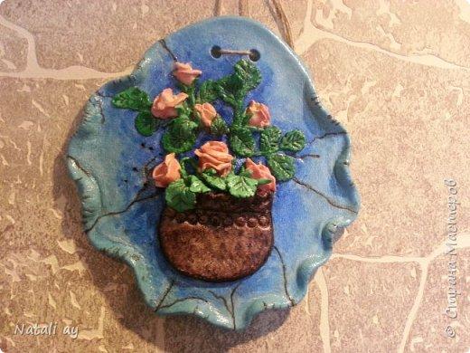 панно из соленого теста. изначально тесто окрашено красителем для яиц. затем,где нужно,гуашью.ваза покрыта морилкой по дереву.сверху лак.  фото 1