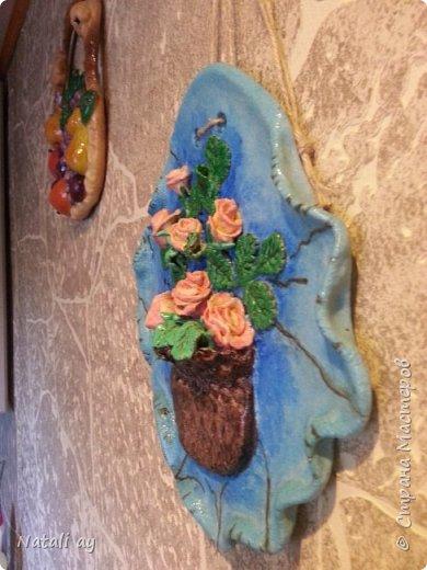 панно из соленого теста. изначально тесто окрашено красителем для яиц. затем,где нужно,гуашью.ваза покрыта морилкой по дереву.сверху лак.  фото 3