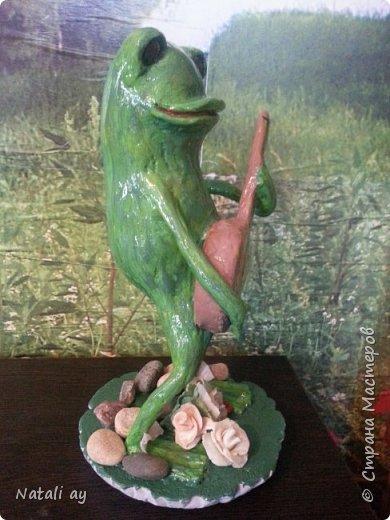 первая проба папье-маше. эту лягушку делала бабушке на юбилей,ей исполнилось 80 лет. фото 2