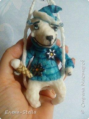 Здравствуйте дорогие Мастерицы и Мастера!  Сегодня у меня коротенький блог.  Иногда я люблю сделать, какого-нибудь зверика! Белый Мишка - вата - 15 см. А теперь с его любимым Питерским Мороженным! фото 1