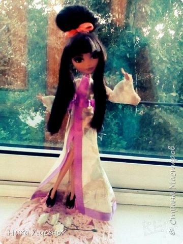 """Всем привет! Вот, сдаю работу на конкурс """"Япония""""... Для него у меня пошилось такое кимоно, заплела кукляше видоизменённую шишку... Правда рукава получились не такие длинные как я хотела) (Пришлось фотографировать в В612) фото 7"""