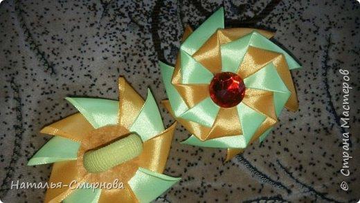 Добрый день! Хочу показать Вам свои пробы поделок из лент по МК Оли Лигус http://stranamasterov.ru/user/406295. Очень мне понравились ее работы и вдохновили! Все конечно еще кривенько, но, думаю, немного практики и усовершенствуюсь ))) Эти резиночки из лент шириной 5см фото 2