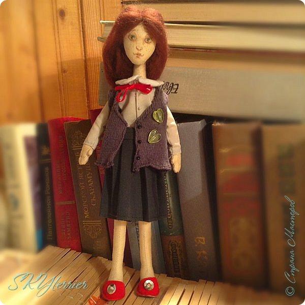 Ася - маленькая хранительница книжной полки... Мечтательная, и поэтому немножко рассеянная... фото 4