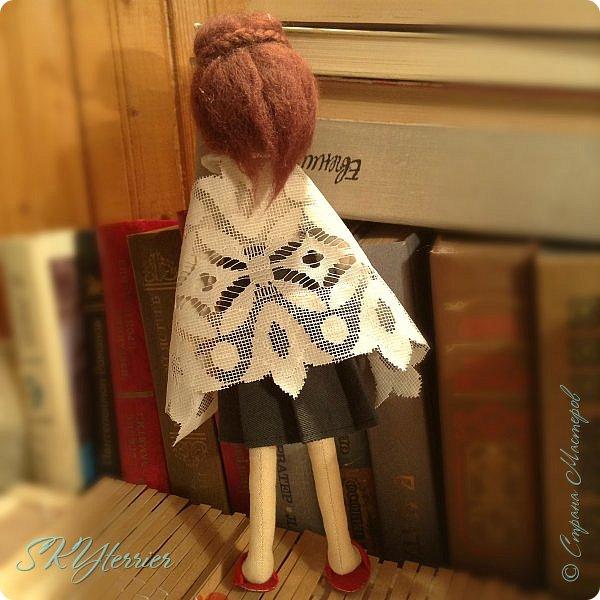 Ася - маленькая хранительница книжной полки... Мечтательная, и поэтому немножко рассеянная... фото 5