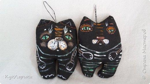 Всем Привет!В перерывах между куклами и Домовыми я рисую или шью таких маленьких смешных котов.Они могут быть подвеской куда угодно.Или  фото 7