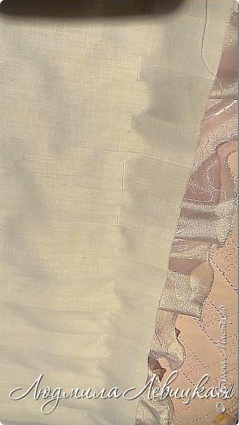 """Здравствуйте, жители и гости Страны Мастеров! Очень скоро у моей племянницы родится девочка и на выписку из роддома я решила сшить для неё вот такой комплект. (Кстати, сюда ещё прилагаются распашонки, пеленки из белого батиста и фланельки (их я украсила нежным батистовым шитьем белого цвета и нежной вышивкой розового цвета, и специальная пеленочка из тончайшего батиста ( в народе называется """"уголок"""" для того, чтобы закрыть личико). Их я , к сожалению, не сфотографировала. А это тепленький чепчик и одеялко. Я хотела вначале сшить конверт, но потом решила, что конверт-предмет малопрактичный: он годится в первые месяц, отсилы два месяца, а одеялко можно использовать очень долго. Можно потом укрывать ребеночка и в коляске, и в кроватке, да и просто расстелить где-нибудь, чтобы он на нем лежал, ползал... фото 19"""