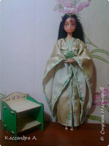 """Приветстую тебя, гость! Как видно по заголовку, сегодня я сдаю кимоно на <ahref=""""http://stranamasterov.ru/node/1042939?tid=2174"""">конкурс</a> """"Япония""""! Это моё первое участие в конкурсе.    На это дело я потратила огромный кусок золотистой ткани и шесть дней.    Моей моделью сегодня будет Раувольфия. фото 1"""