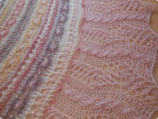 """Шаль Это шаль дизайнера Tetiana Otruta """"Halyard"""", в моем исполнении шаль - трансформер """" Яшма""""  При создании коллажа использована фотография с сайта http://color-harmony.livejournal.com/103198.html  фото 2"""