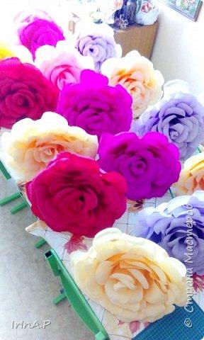 Всем здравствуйте! На днях пришлось мне сделать розы большого размера 50-60см в диаметре. При сборке столкнулась с некоторыми проблемами и решила поделиться своими находками, может кому-нибудь пригодится. фото 24
