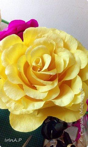 Всем здравствуйте! На днях пришлось мне сделать розы большого размера 50-60см в диаметре. При сборке столкнулась с некоторыми проблемами и решила поделиться своими находками, может кому-нибудь пригодится. фото 1