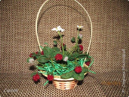 Ещё одна композиция, на тему ягод из бисера. Конечно в подарок. Надеюсь что понравится.  фото 1