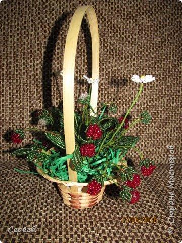Ещё одна композиция, на тему ягод из бисера. Конечно в подарок. Надеюсь что понравится.  фото 2