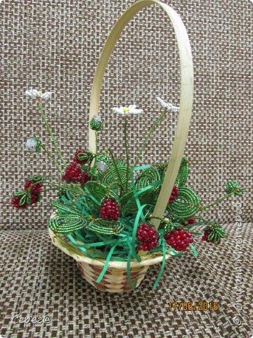 Ещё одна композиция, на тему ягод из бисера. Конечно в подарок. Надеюсь что понравится.  фото 4