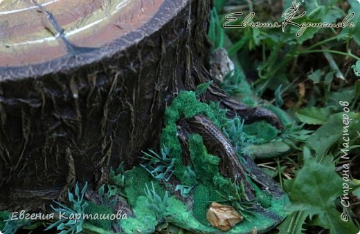 Здравствуйте, милые жители СМ! Сегодня я поделюсь с вами тем, как делала пенечек для моей Ягули http://stranamasterov.ru/node/1044029 Фото мало, постараюсь описать словами) Долго искала в интернете как сделать мох, так и не нашла ни одного МК. фото 6