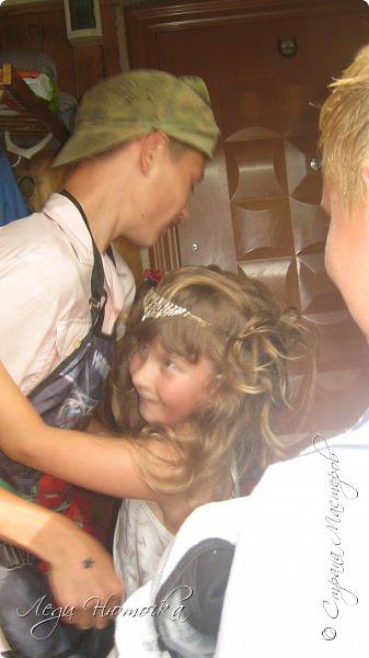 """Всем здравствуйте!  Давно не выкладывала ничего в СМ, хотя сделано было не мало!!! Работы просто не успевала сфоткать- их тут же забирали))) Но сегодня не об этом)))  7 августа мы отмечали День Рождения нашей старшей дочери Лилички! Ей исполнилось 11 лет.  Конечно, каждый ребенок мечтает о шумном и веселом дне рождения с кучей друзей и сюрпризами. Но не всегда так получается... А в этом году у нас появилась такая возможность!!! И не смотря на условия ремонта и перестройки дома решено было отмечать весело и с размахом!))) Благо """"безбашенности"""" (в хорошем смысле) хоть отбавляй, территория позволяет, погода замечательная! Единственный грустный момент был в том, что 1 августа муж отбыл на службу и в ДР его рядом не было((( Но мы справились!!!  Но вот только... это скучно просто обычный день рождения """"подарки-стол- танцы"""". Поэтому мы озадачились тематическим днем рождения. По желанию именинницы решили сделать день рождения в военном стиле))) Поэтому его и назвали """"День рождения специального назначения""""!))) Итак, наш квест! фото 25"""