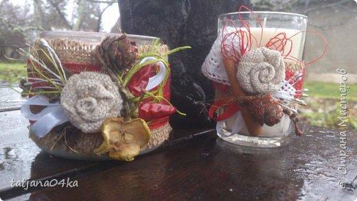 частенько под свечи использую банки,,,,оригинально ,,,,симпатично и вполне подходят  для подарков на Новогодние праздники,,не выбрасывайте  банки а пустите во вторичное использование,,для украшения подойдёт всё что дома можно найти,,,,,пуговицы,ленточки, тесёмочки,бусины,зёрна кофе,,,,насушите дольки лимона, яблок, сделайте себе выходной и сходите в лес за шишками,,,,творчество которое принесёт радость фото 5