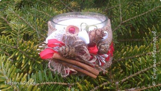 частенько под свечи использую банки,,,,оригинально ,,,,симпатично и вполне подходят  для подарков на Новогодние праздники,,не выбрасывайте  банки а пустите во вторичное использование,,для украшения подойдёт всё что дома можно найти,,,,,пуговицы,ленточки, тесёмочки,бусины,зёрна кофе,,,,насушите дольки лимона, яблок, сделайте себе выходной и сходите в лес за шишками,,,,творчество которое принесёт радость фото 6