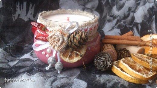 частенько под свечи использую банки,,,,оригинально ,,,,симпатично и вполне подходят  для подарков на Новогодние праздники,,не выбрасывайте  банки а пустите во вторичное использование,,для украшения подойдёт всё что дома можно найти,,,,,пуговицы,ленточки, тесёмочки,бусины,зёрна кофе,,,,насушите дольки лимона, яблок, сделайте себе выходной и сходите в лес за шишками,,,,творчество которое принесёт радость фото 10