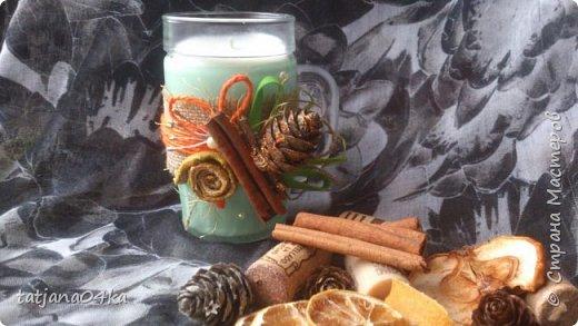 частенько под свечи использую банки,,,,оригинально ,,,,симпатично и вполне подходят  для подарков на Новогодние праздники,,не выбрасывайте  банки а пустите во вторичное использование,,для украшения подойдёт всё что дома можно найти,,,,,пуговицы,ленточки, тесёмочки,бусины,зёрна кофе,,,,насушите дольки лимона, яблок, сделайте себе выходной и сходите в лес за шишками,,,,творчество которое принесёт радость фото 12