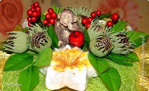 Мои мыльные букеты с лилиями нравятся! http://stranamasterov.ru/node/964611  Попросили меня сделать подобный и желательно с обезьянкой, так как именинник рождён в год Обезьяны. фото 1