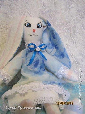 Продолжаю шить зайцев. выставляю на Ваш суд девочку в голубых тонах.  фото 1