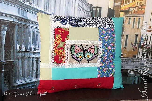 подушка-думка из ласкутов и вышивки