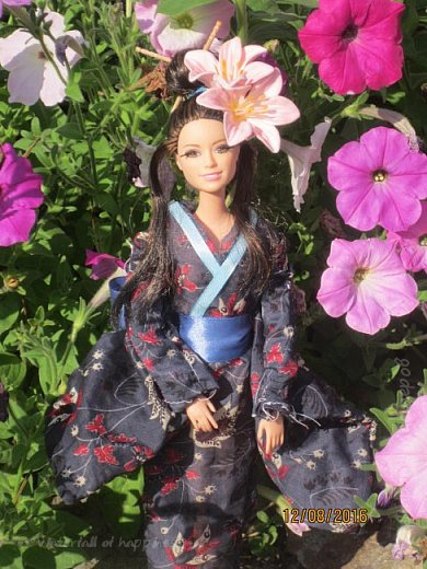 """Здравствуйте, дорогие кукольницы! Сегодня Анастасия решила посвятить себя в японцы и заодно сдать работу на конкурс от прекрасного автора """"Япония"""". Настя настолько увлеклась этой культурой, языком, национальной одеждой, так что я думаю сегодня мне достанется роль переводчика : ) Поехали! фото 1"""