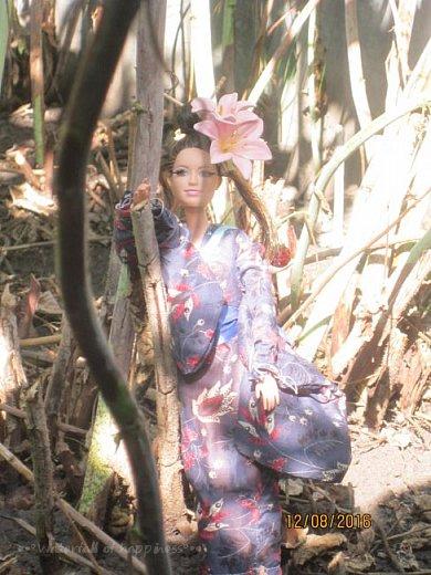 """Здравствуйте, дорогие кукольницы! Сегодня Анастасия решила посвятить себя в японцы и заодно сдать работу на конкурс от прекрасного автора """"Япония"""". Настя настолько увлеклась этой культурой, языком, национальной одеждой, так что я думаю сегодня мне достанется роль переводчика : ) Поехали! фото 6"""