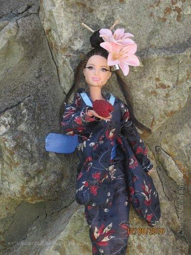 """Здравствуйте, дорогие кукольницы! Сегодня Анастасия решила посвятить себя в японцы и заодно сдать работу на конкурс от прекрасного автора """"Япония"""". Настя настолько увлеклась этой культурой, языком, национальной одеждой, так что я думаю сегодня мне достанется роль переводчика : ) Поехали! фото 7"""