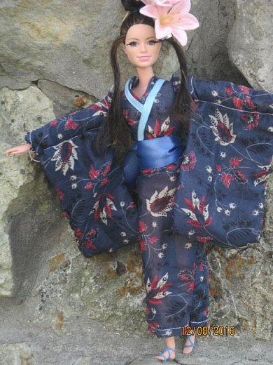 """Здравствуйте, дорогие кукольницы! Сегодня Анастасия решила посвятить себя в японцы и заодно сдать работу на конкурс от прекрасного автора """"Япония"""". Настя настолько увлеклась этой культурой, языком, национальной одеждой, так что я думаю сегодня мне достанется роль переводчика : ) Поехали! фото 11"""