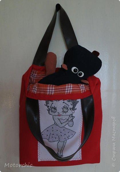 Люблю я эко-сумки. Во-первых, это забота об экологии (меньше пакетов будет куплено и выброшено); во-вторых, они легко шьются; а в-третьих, для их пошива и декора можно использовать все, что есть под рукой. Сегодня у меня сшилась вот такая ярко-красная сумочка с аппликацией. фото 6
