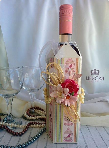 упаковка бутылки на жемчужную свадьбу - 30 лет. в основе дизайнерский картон, скрапбумага. для декора использован жемчуг в нитях большого и маленького диаметра, рафия, ленты, сетка, цветы фото 1
