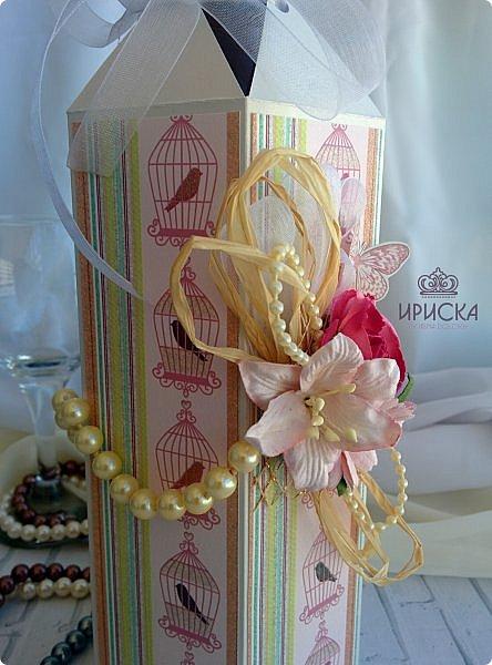 упаковка бутылки на жемчужную свадьбу - 30 лет. в основе дизайнерский картон, скрапбумага. для декора использован жемчуг в нитях большого и маленького диаметра, рафия, ленты, сетка, цветы фото 2
