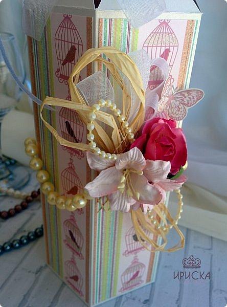 упаковка бутылки на жемчужную свадьбу - 30 лет. в основе дизайнерский картон, скрапбумага. для декора использован жемчуг в нитях большого и маленького диаметра, рафия, ленты, сетка, цветы фото 5