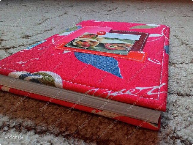 Привет, Страна Мастеров! Этот блокнот кулинарная книга. Формат А5, 90 листов распечатанные на принтере, обложка тканная: хлопок, прошитая на швейной машинке. Блокнот сделала для тёти в подарок. фото 3