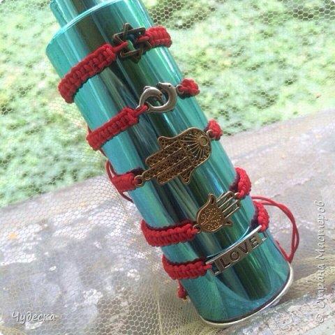 Всем привет✌️ Моя страсть это браслеты, на красных и черных нитях, и вот совсем не  давно я начала плести браслетики на красной нити, и вот мои перые результаты результаты)