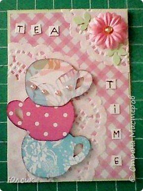 """Выставляю свою серию АТС по игре """" Чайная церемония"""" http://stranamasterov.ru/node/1041068 Такие чашки у меня получились, ведь какой чай без красивых чашечек?))) Вообще серия получилась очень нежная, в таких розово- пастельных тонах. Использовала скрапбумагу, акварельную бумагу, дизайнерский картон, салфеточки кружевные, цветочки, листики дырокольности, полубусинки, глитер. Чашки посажены на вспененный скотч. Надеюсь девочкам понравиться)) фото 3"""