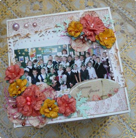 Доброго времени суток всем) Этой весной моя старшая дочка закончила 4 класс, и для нашей теперь уже бывшей учительницы я сделала вот такой мэджик бокс по мастер-классу             http://yulyakuznezowa.blogspot.ru/2015/09/magic-box.html                                                Пришлось конечно повозиться, из материала взяла ватман белого цвета, самодельные цветы, разную вырубку. Вот что получилось) фото 3