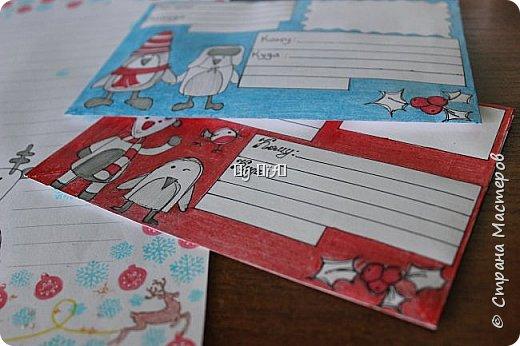 Привет страна и все ее жители!! Еще бушует лето, а мы, как видите, уже пишем письма Деду Морозу! Вчера ребёнок загорелся желанием написать письмо и я не смогла ему отказать! Взяли ручки, карандаши, фломастеры, краски, бумагу и помчались творить! Синий конвертик уже наполнен листочками, рисунками)) Как же я не хотела отправлять покупной конверт, продаваемый в типографии, а хотела сделать сама (ну не прям сама, ребёнок тоже бы участвовал в его создании:)) ,хотела сама вырезать, склеить, разрисовать, подписать... Ну, думаю все мастерицы страны меня поймут:)) Ну и вот результат! фото 2