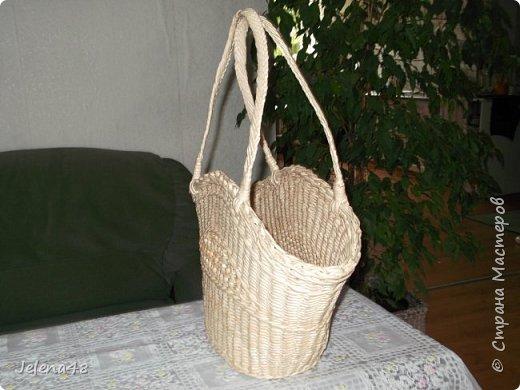 Добрый вечер ! Сплела сумочку для невестки . Трубочки крутила из белой бумаги . Красила трубочки : грунтовка + вода + крутая заварка чая .   фото 3
