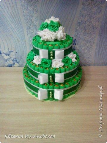 Здравстауйте все!!! Вот такой торт из конфет у меня получился) Делала на юбилей для сестры мужа! (Торт делала впервые) фото 1
