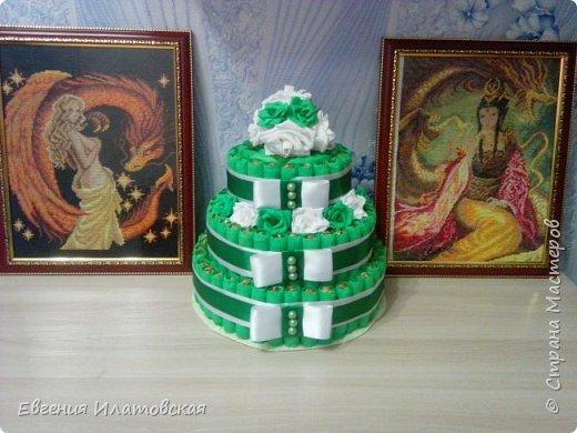 Здравстауйте все!!! Вот такой торт из конфет у меня получился) Делала на юбилей для сестры мужа! (Торт делала впервые) фото 3