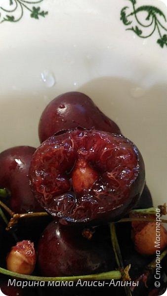 """Лето....... Оно состоит из маленьких кусочков счастья...... Красивые ягоды, а на них клоп)) p.s. узнала, как называются эти ягоды:"""" бузина красная (Sambucus racemosa), которая цветет в апреле – мае зеленовато-желтыми цветами. Плоды вызревают в июле-августе. Особого желания попробовать они не вызывают. Хотя о вкусах не спорят. Употребление ягод бузины красной может cпровоцировать рвоту, а в большом количестве – судороги и отравление.  http://www.park-kosa.ru/cn_o_parke/publikatsii/?ELEMENT_ID=29359 """" фото 4"""