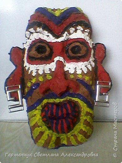 Давно хотела сделать африканскую маску. Большое спасибо Марине Михайловне  за подробную консультацию  на сайте вот по этой ссылке http://stranamasterov.ru/node/163971   Это -готовая маска.Не судите  очень строго. фото 1