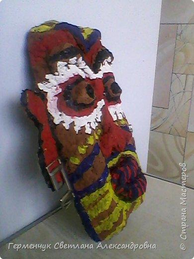 Давно хотела сделать африканскую маску. Большое спасибо Марине Михайловне  за подробную консультацию  на сайте вот по этой ссылке http://stranamasterov.ru/node/163971   Это -готовая маска.Не судите  очень строго. фото 2