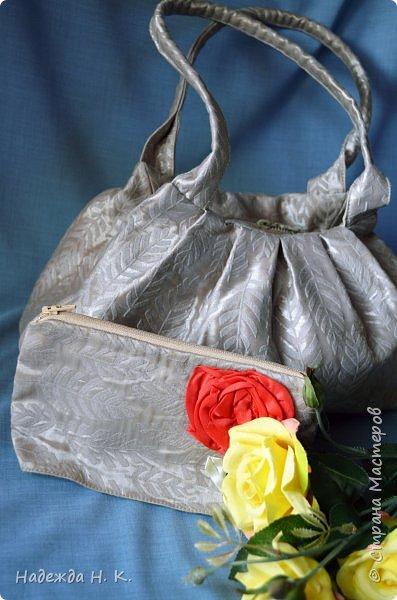 Здравствуйте, доброго времени суток, жители и гости СМ! Сегодня я хочу вам показать свои летние сумочки, сделанные в разное время, но с большой любовью. Особых талантов  в шитье не имею, поэтому модели выбираю простые, при этом больше уделяю внимания отделке. фото 17