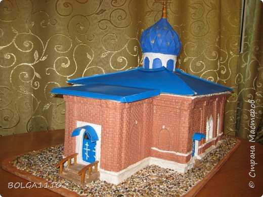 К приезду митрополита  ,мы с ребятками из воскресной школы сделали макет нашего храма.Маштаб 1:50.Фото делали в спешке,ещё ПВА ,которым приклеевали грунт, не высох. фото 6