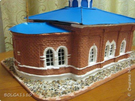К приезду митрополита  ,мы с ребятками из воскресной школы сделали макет нашего храма.Маштаб 1:50.Фото делали в спешке,ещё ПВА ,которым приклеевали грунт, не высох. фото 4